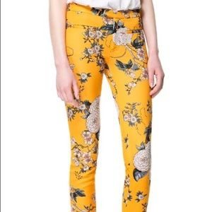 Zara Floral Print Trousers in Yellow - size small